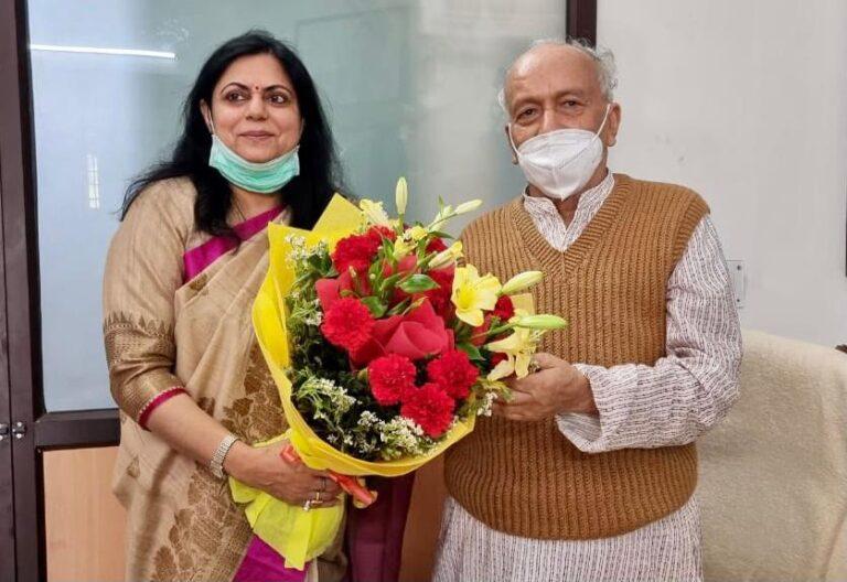 राज्यपाल भगत सिंह कोश्यारी से डॉ रश्मि त्यागी रावत ने शिष्टाचार भेंट कर उन्हें होली पर्व की दीं शुभकामनायें