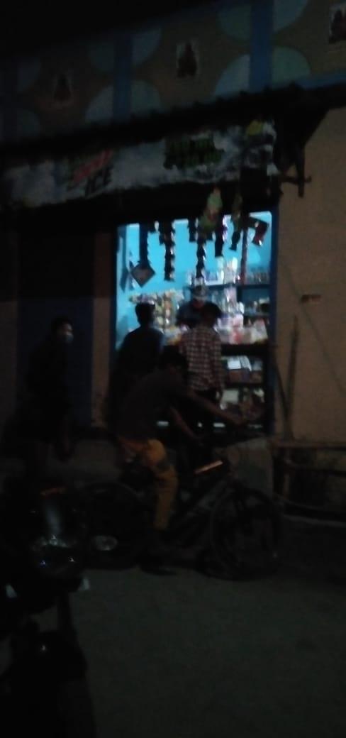 नकरौंदा पिंडर वैली क्षेत्र में दुकानों का असीमित समय में खोला जाना और वहां पर भीड़ लगाना कारोना को दावत देना है