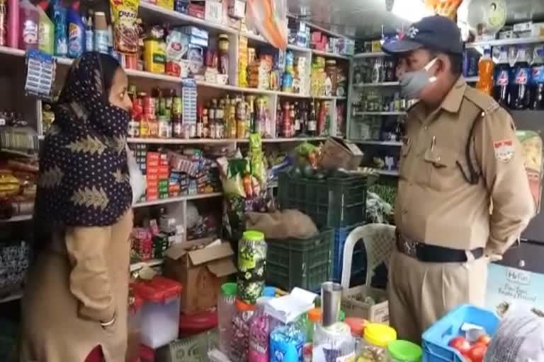 देर रात दुकान का ताला तोड़कर नकदी व सामान चोरी