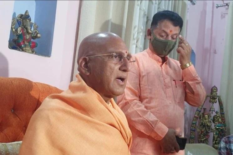 प्रधानमंत्री मोदी से बातचीत के बाद कुंभ के प्रतीकात्मक रूप से जारी रखने की घोषणा