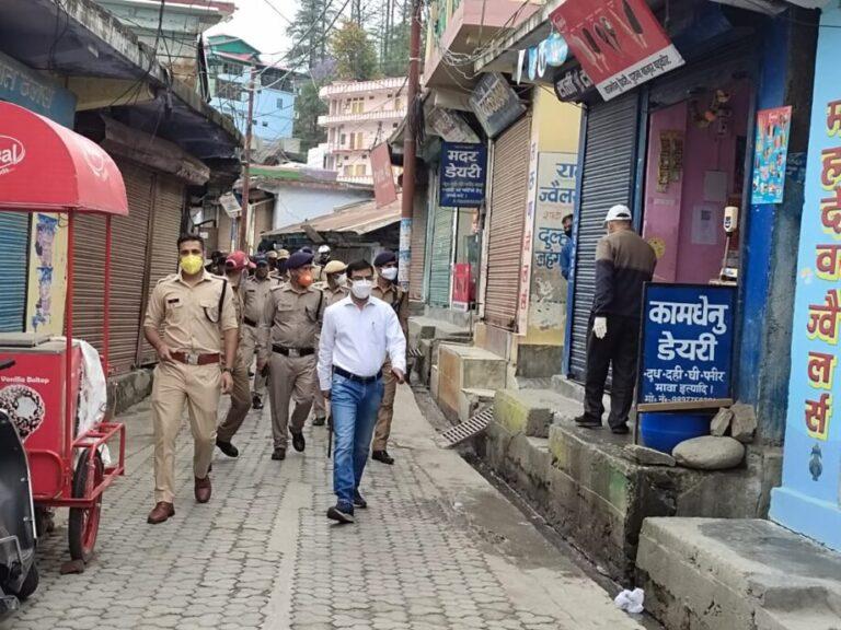 बडकोट :- कोविड़ कर्फ्यू का उलन्घन करने पर 07 लोगों पर चालानी कार्यवाही व 02 दुकान स्वामियों पर मुकदमा दर्ज ।