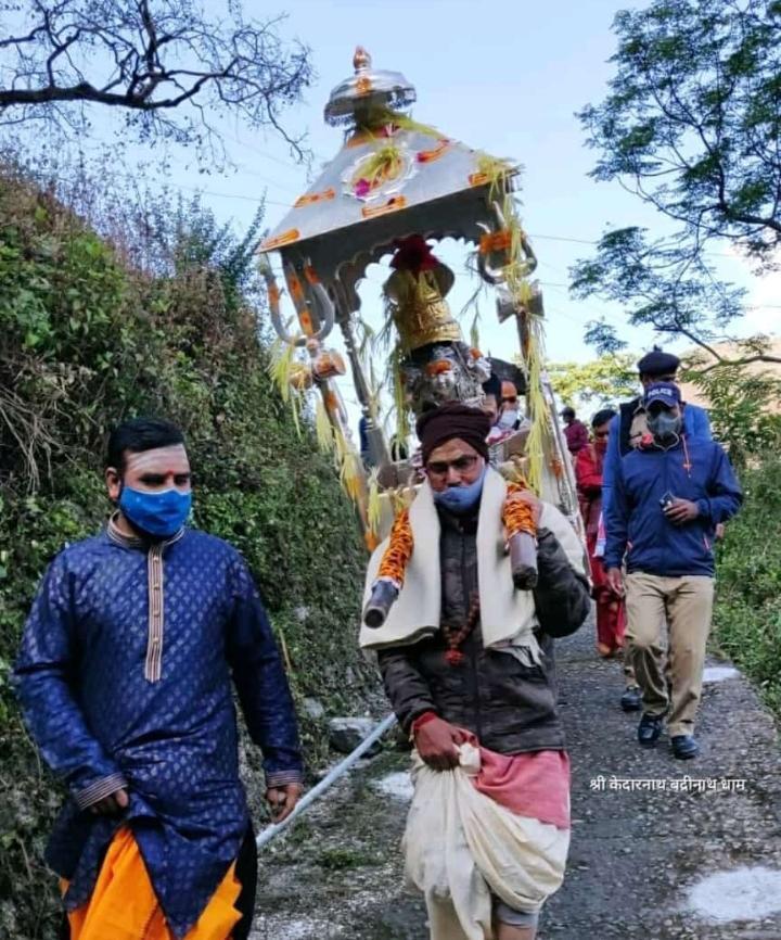 श्री केदारनाथ जी डोली चल विग्रह ओंकारेश्वर मंदिर से केदारनाथ के लिए प्रस्थान की है