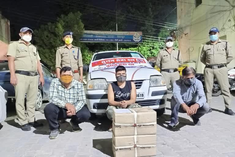 सुराज सेवा दल का बैनर लगाकर अवैध शराब बेचने वाले तीन दबोचे