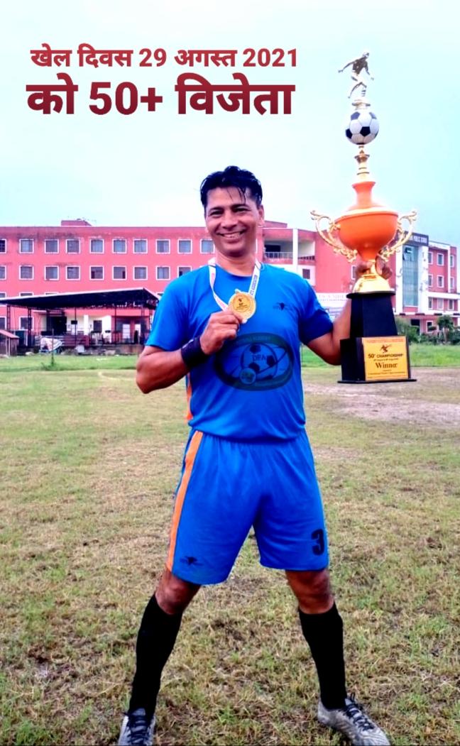 खेल दिवस पर दून डायमंड मास्टर फुटबाल क्लब 50 प्लस विजेता बने विरेन्द्र सिंह रावत