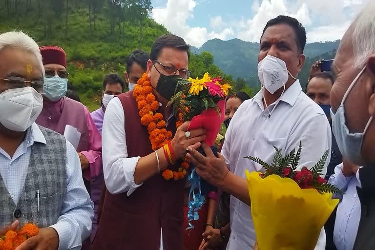 जन आशीर्वाद रैली के लिए श्रीनगर पहुंचे सीएम धामी