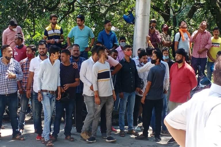 पुलिसकर्मियों पर लगाया उत्पीड़न का आरोप तीन दिवसीय हड़ताल पर ट्रांसपोर्टर,