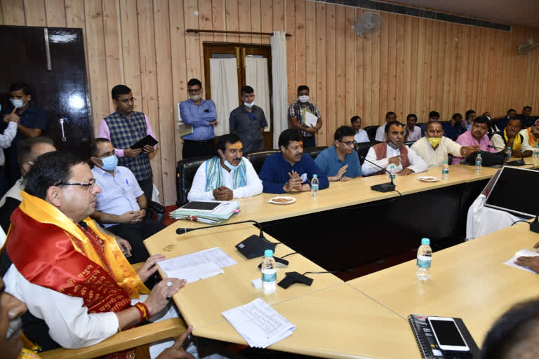 मुख्यमंत्री धामी के आश्वासन के बाद तीर्थपुरोहितों का धरना स्थगित