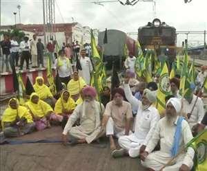 रेल रोको आंदोलनः काशीपुर में किसानों ने रोकी ट्रेन